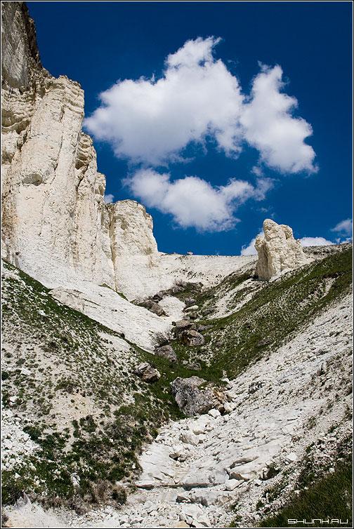 Про три облака - белая скала крым небо мел фото фотосайт