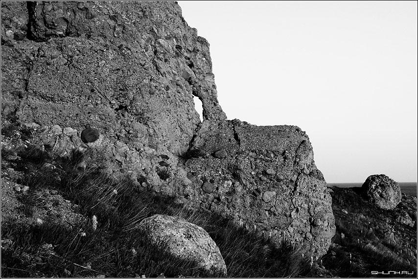 Горный пес - крым скала древний вулкан черно-белое фото фотосайт