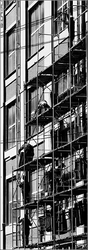 Про леса - стройка рабочие леса чб черно-белое фото фотосайт
