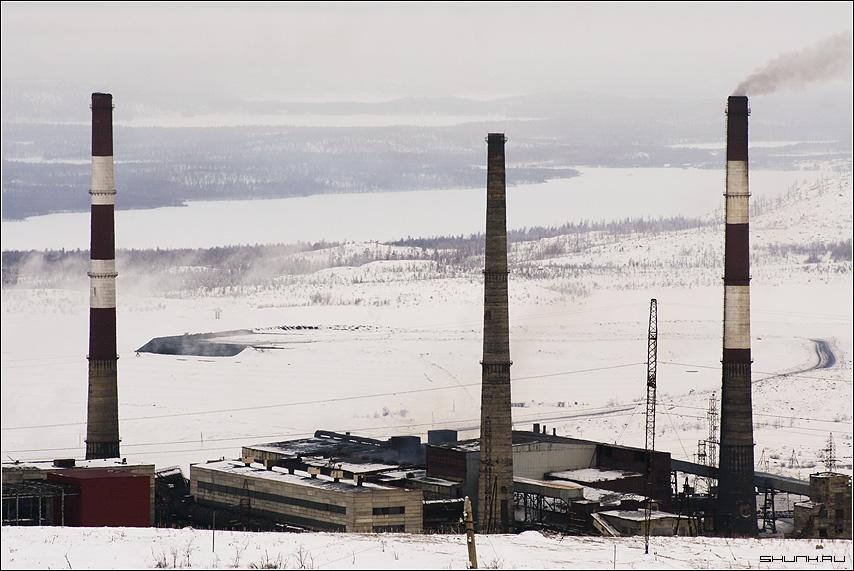Трубы - наши, холмы - уже нет - Никель завод снег зима просторы фото фотосайт