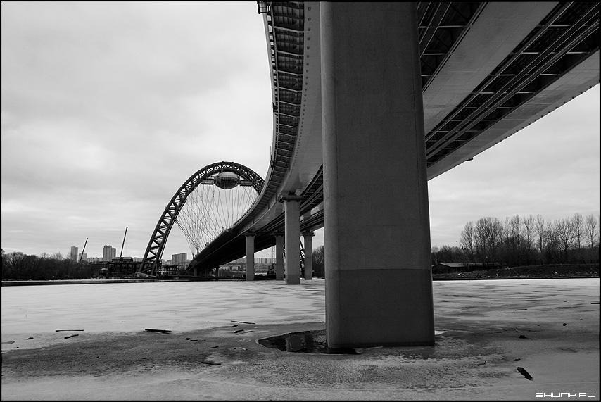 Мост на Новую Ригу - мост москва река чернобелое чб фото фотосайт