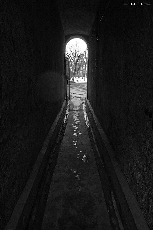 Просто арка - арка московский двор москва чернобелое фото фотосайт