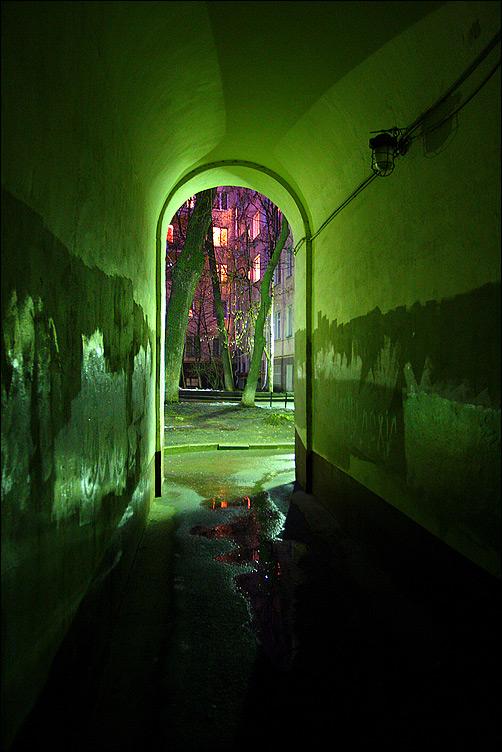 Зеленая арка - арка вечер прогулка москва двор свет фото фотосайт