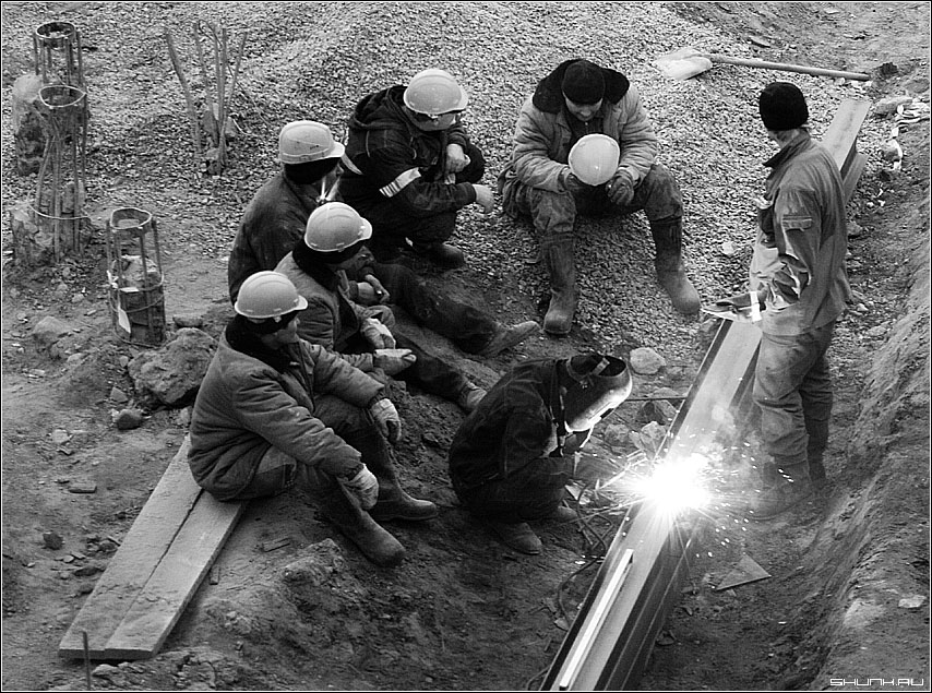 Слет бардов - рабочие стройка сварка черно-белое профессии фото фотосайт