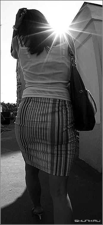 Под солнцем - фишай рыбий глаз чб черно-белое женщина тыл фото фотосайт