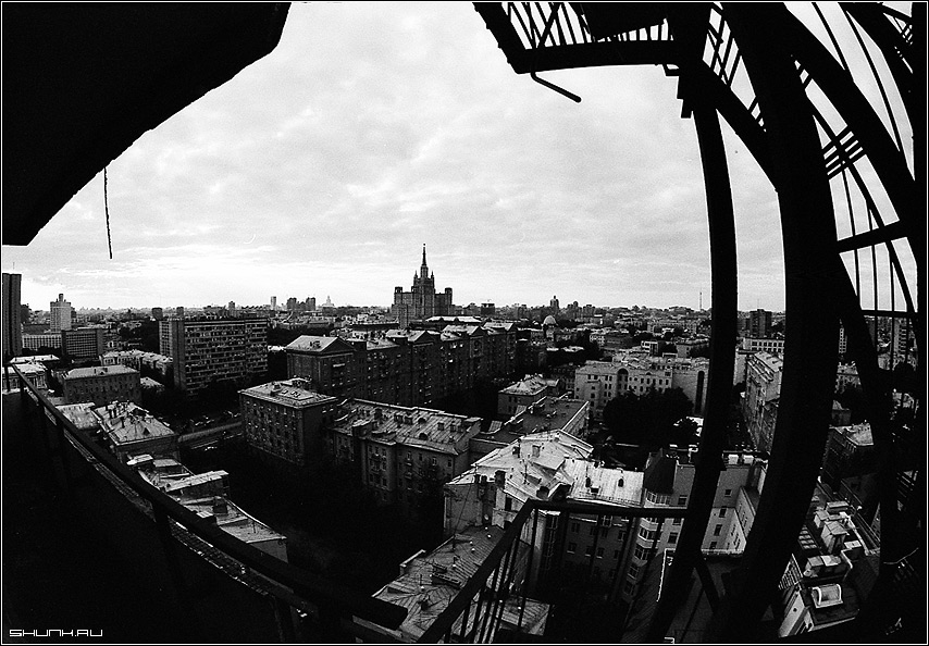 Вид на Москву - чб черно-белое высотка новый арбат крыши дома город фото фотосайт