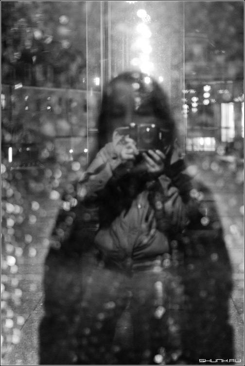 Фотограф - черно-белое фотоаппарат отражение чб фото фотосайт