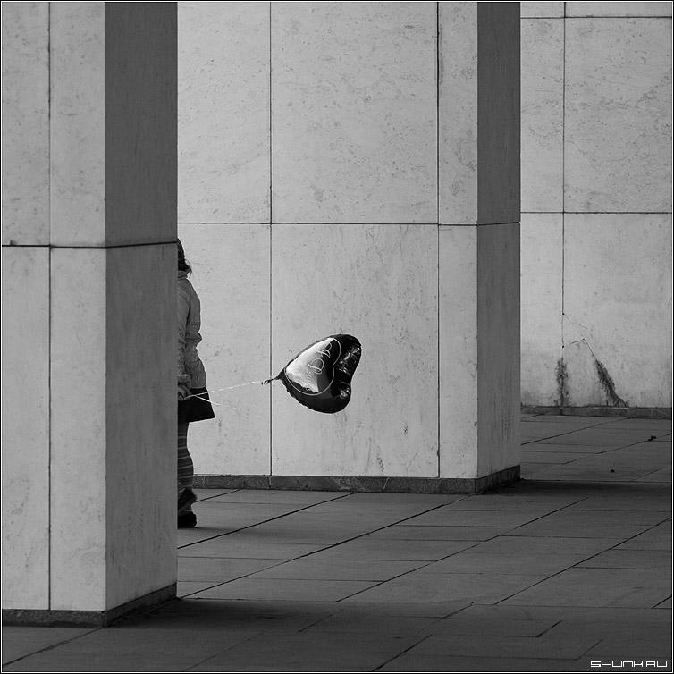 i love you - квадрат девочка шарик чб черно-белое фото фотосайт