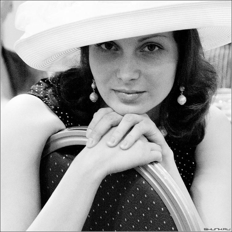 Зима - портрет шляпа взгляд глаза чб чернобелое квадрат фото фотосайт