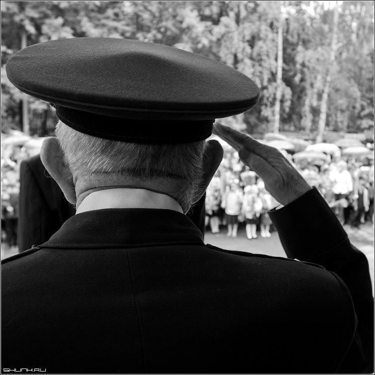 Они боролись за наше будущее - 9 май победа праздник чб рука солдат квадрат фото фотосайт