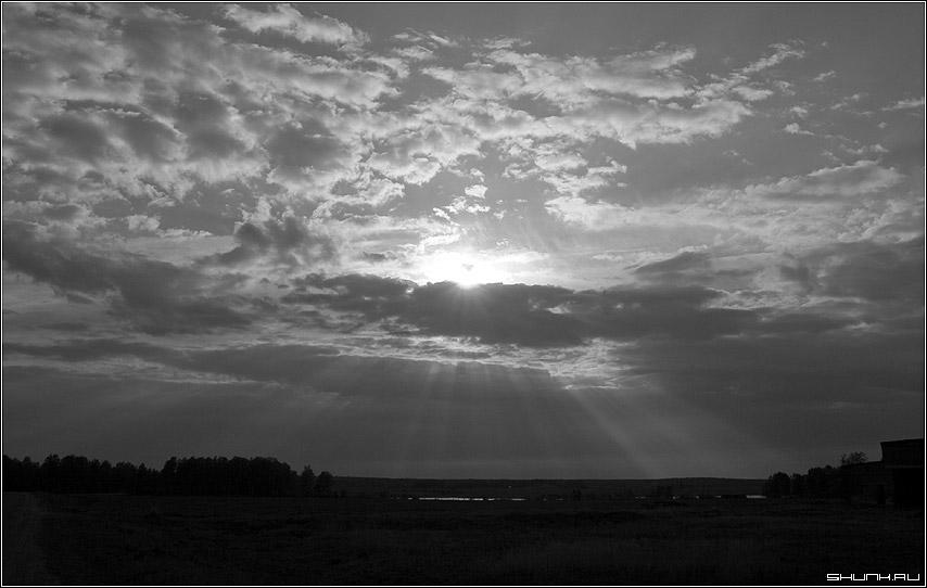 Предзакатное состояние - закат небо чб черно-белое деревня рыбхоз крюково шустиково фото фотосайт