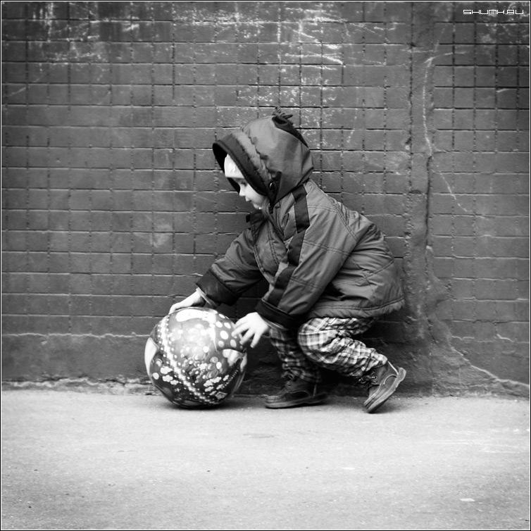 Про детство - детство соня мяч девочка шар чб квадрат фото фотосайт