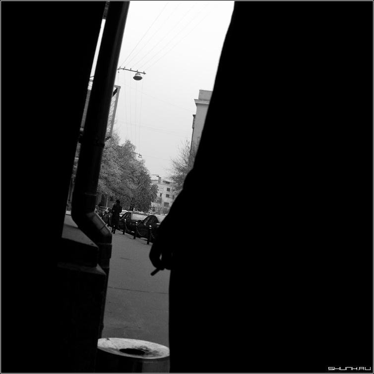 Не переносит дыма - сигарета он она чб квадрат жанр чернобелое фото фотосайт