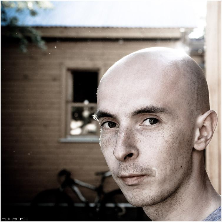 Портрет с бликом - портрет дима молодой человек парень глаза дача ега квадрат стилизация фото фотосайт