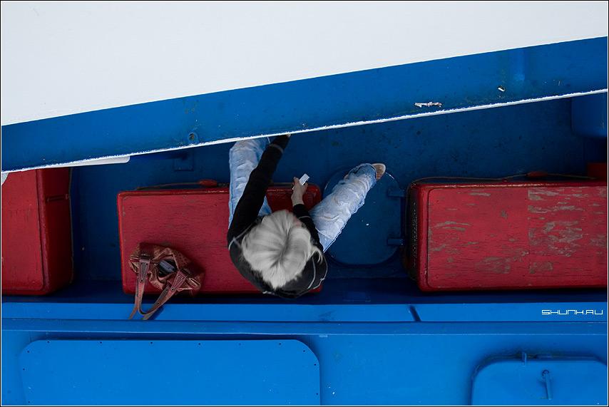 Цвета флага - корабль пароход она сумка девушка вид фото фотосайт