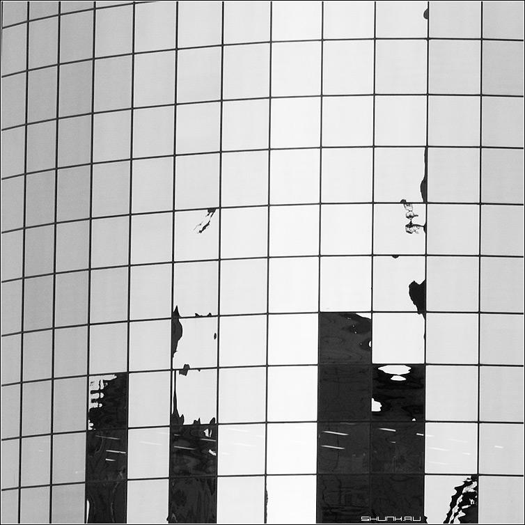 Предрассудок в клетку - окна отражение бизнес центр отражения квадрат архитектура фото фотосайт