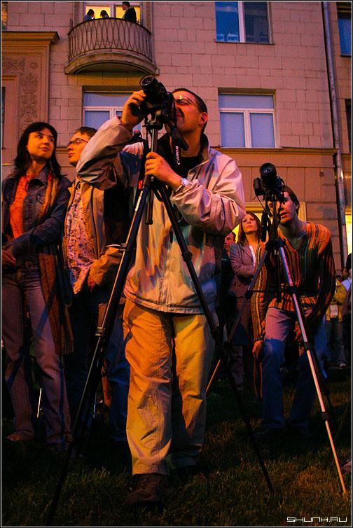Звездочеты - фотограф фотоаппарат фото небо балкон люди обработка фото фотосайт