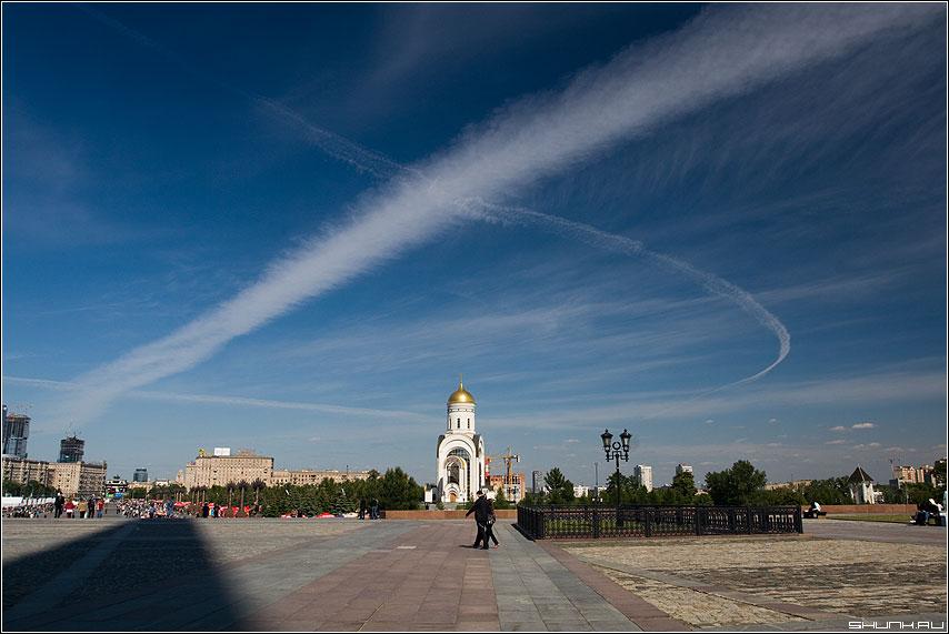 Перекрестье над крестом - поклонная гора поклонка небо храм полярик фото фотосайт