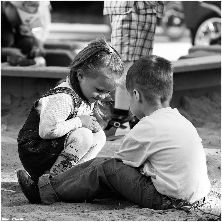 Секретики дети девочка мальчик песок