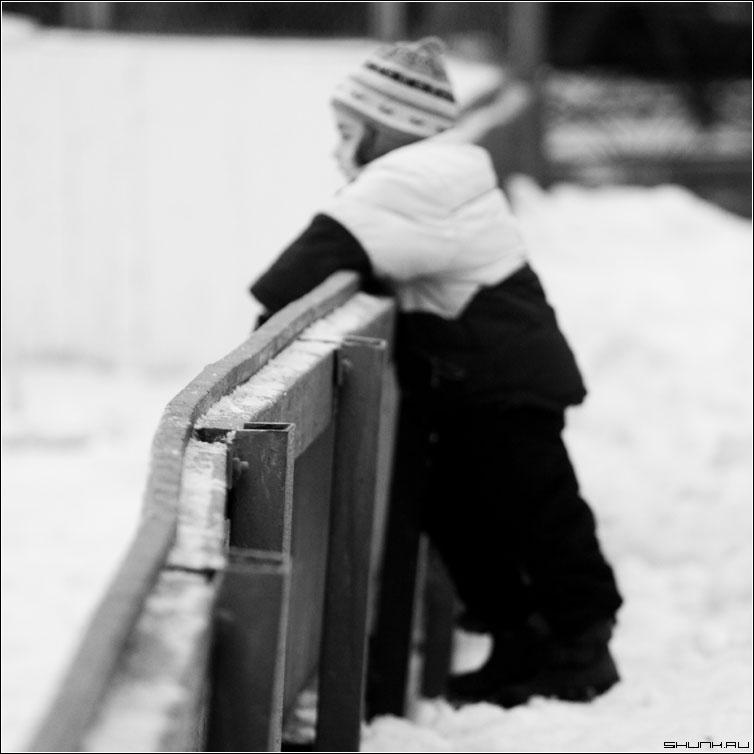 Не умеет - лед зима каток девочка квадрат черно-белое фото фотосайт