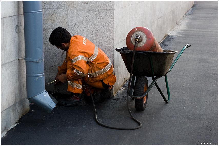 Газовых дел мастер - газ рабочий асфальт москва ремонт профессия фото фотосайт