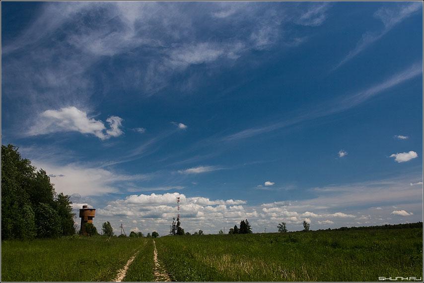 Виды русских просторов - деревня небо башня поле лето фото фотосайт