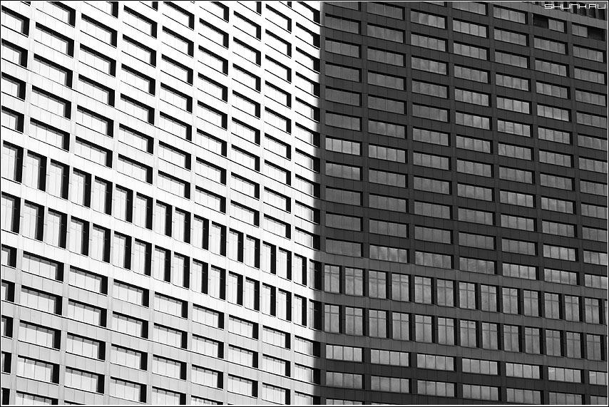 Плоскопараллельный - окна здание арбат архитектура чб фото фотосайт