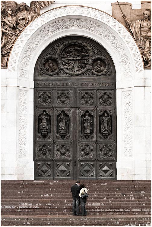 Врата - ХХС храм москва люди масштаб врата фото фотосайт