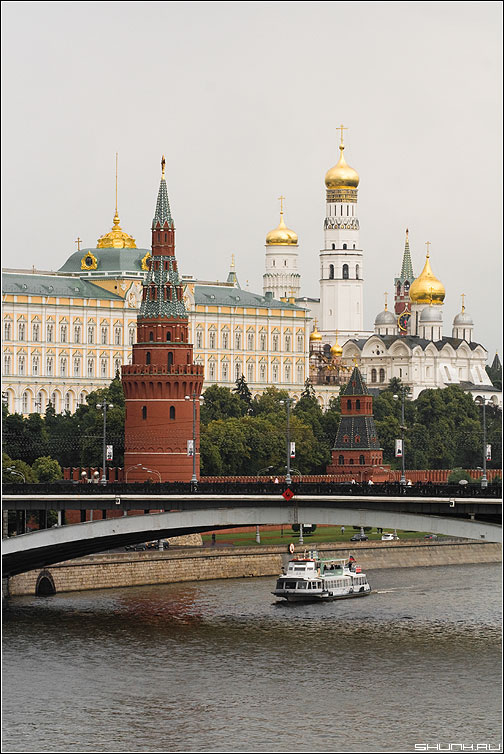 Один из видов на Кремль - кремль москва река ракета речка мост вид фото фотосайт