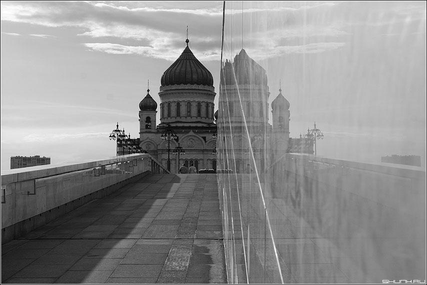 ХХС с отражением - храм христа чернобелое отражение москва вид фото фотосайт