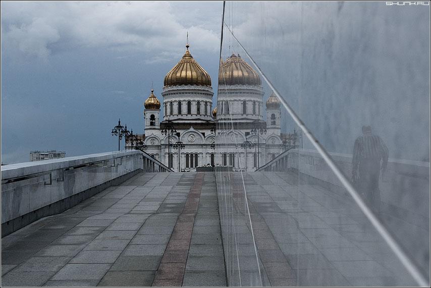 В храм... - тень отражение храм ххс фото фотосайт