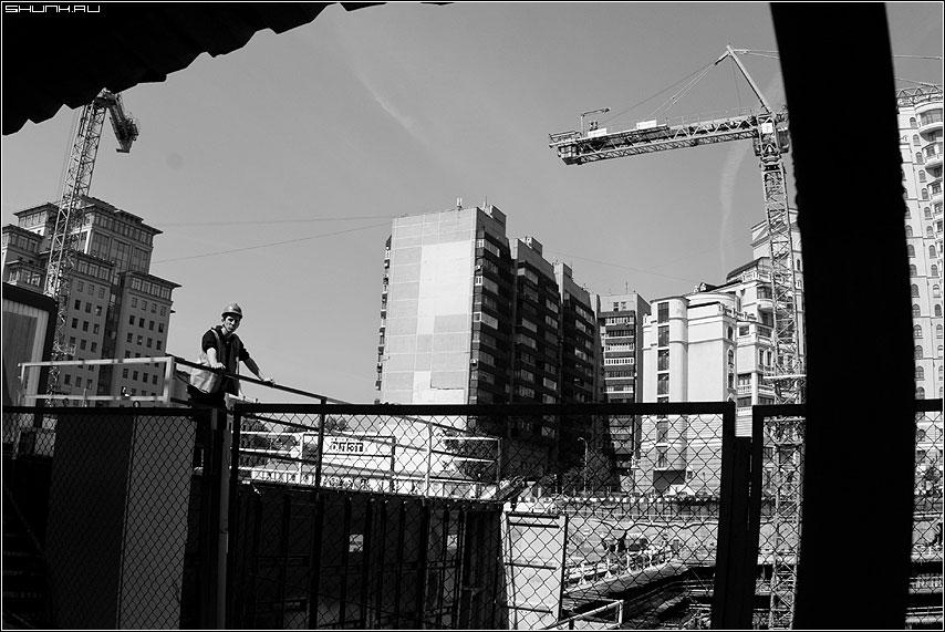 Строитель - стройка чернобелая торговый центр москва фото фотосайт