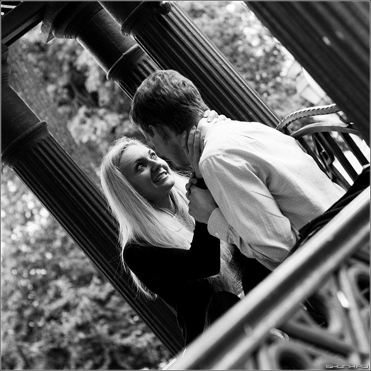Любовь и верность навсегда... - он она пара чернобелая квадрат руки удушение фото фотосайт