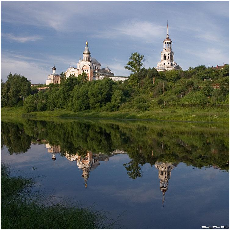 Торжок. Борисоглебский монастырь. - монастырь торжок река берег лето небо квадрат фото фотосайт