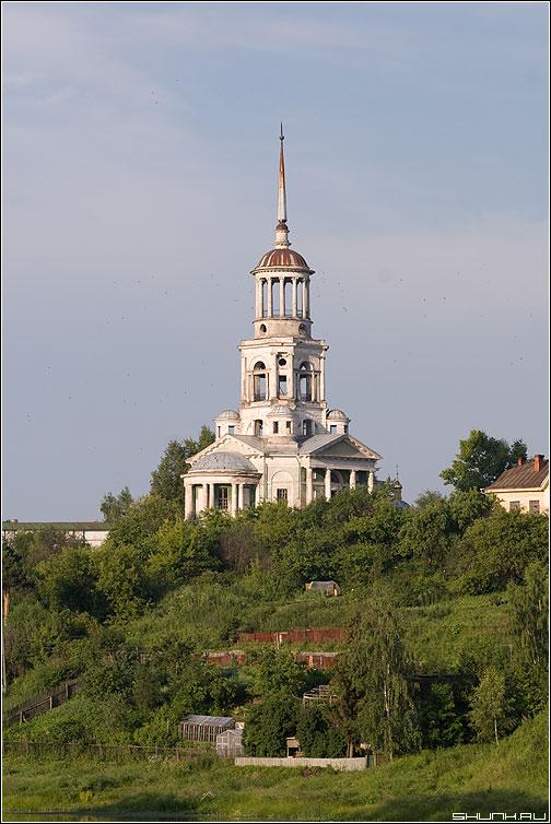 Церковь Спаса Нерукотворного Образа - церковь храм торжок небо берег фото фотосайт