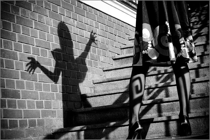 Игры с тенью - сашуля чернобелое тень лестница фотосет фото фотосайт