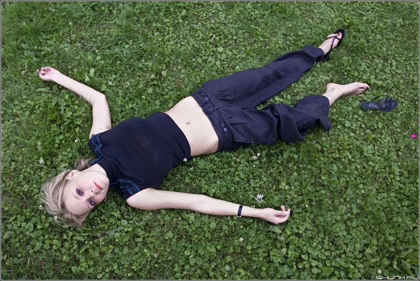 Про Золушку - трава девушка шлепка глаза фото фотосайт