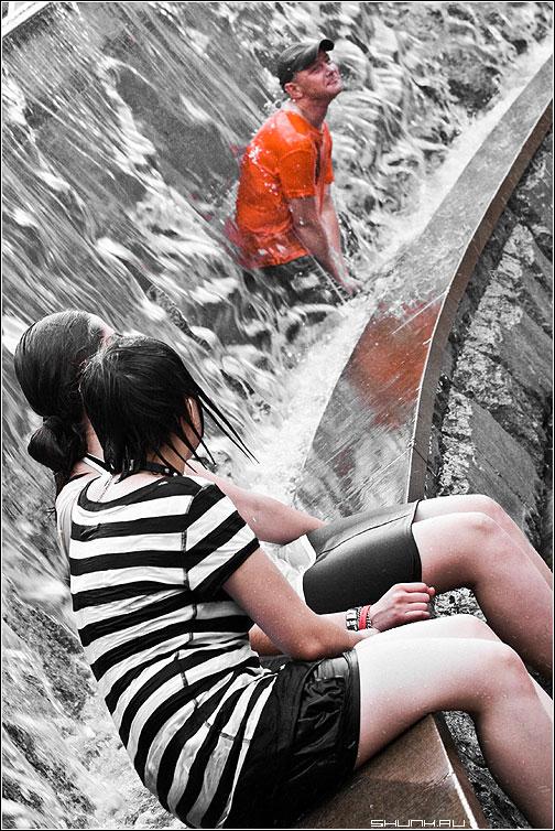 Активист в Оранжевой футболке - манежка манежко чел фонтан девушки жара фото фотосайт