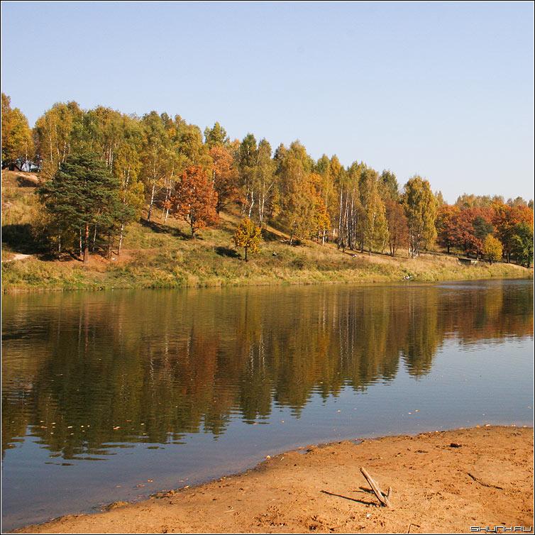 Убережкареки - осень берег река листва жетлое квадрат фото фотосайт