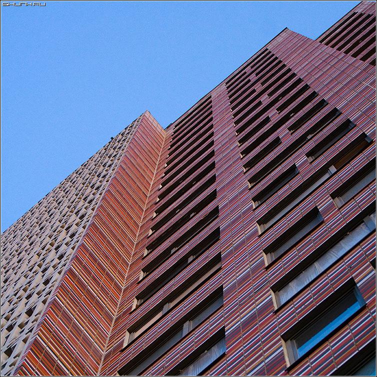 Предрассудок по имени КРОСТ - здание небо этажи дом стена окна архитектура фото фотосайт