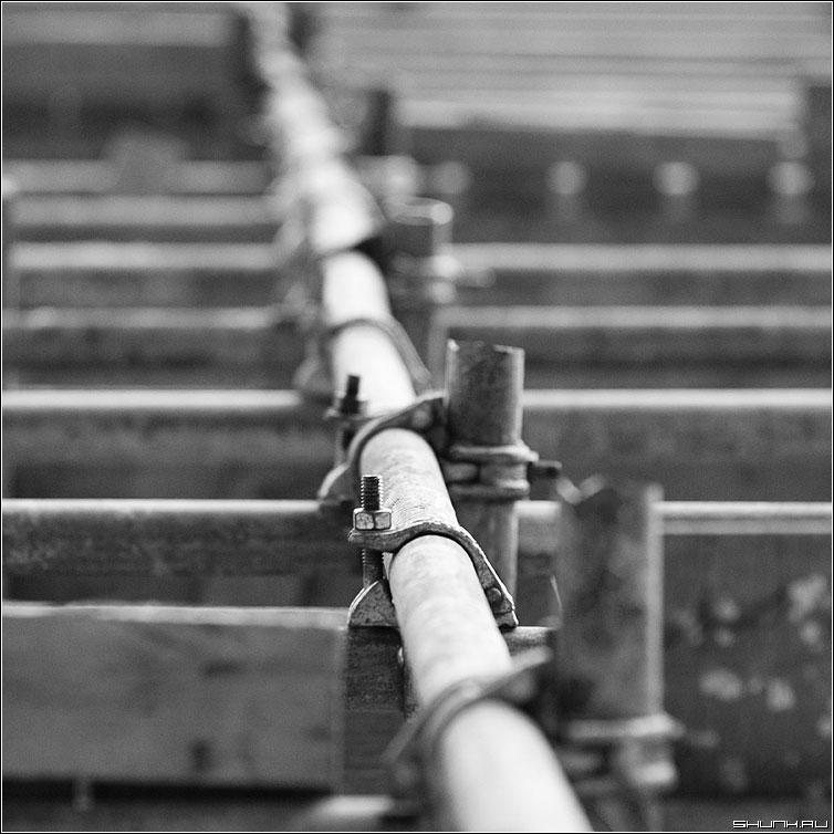 Про болт - болт леса чернобелая квадрат фото фотосайт