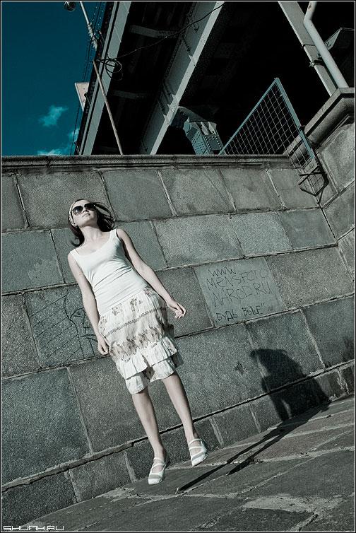 Левитация - оляля cold набережная мост москворецкая полет ноги небо фото фотосайт