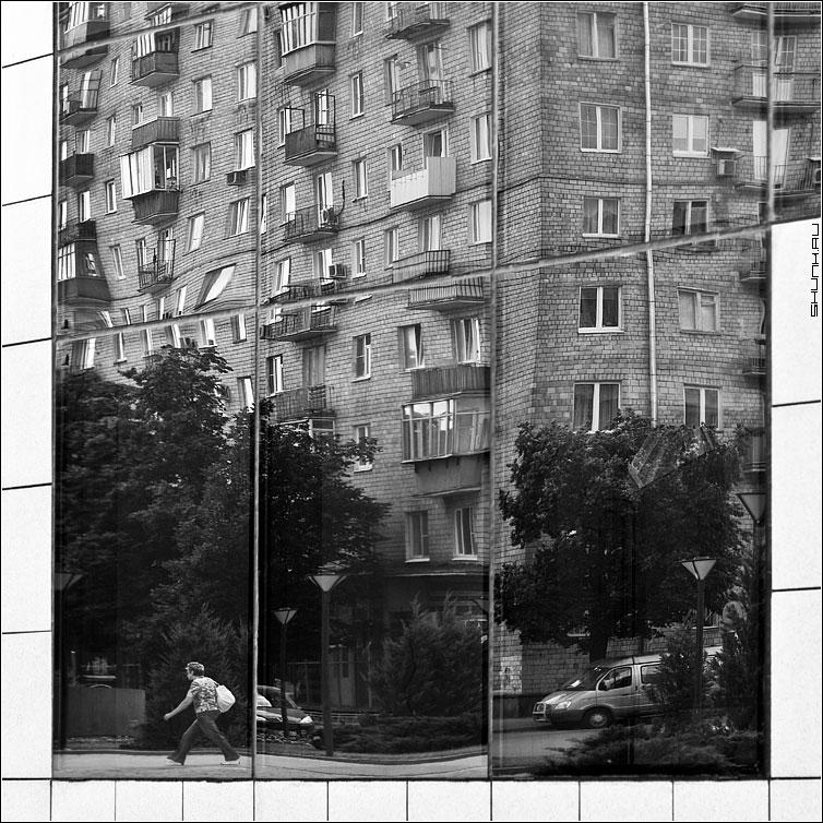 Предрассудок искажения - знание отражение квадрат чернобелая деловой центр фото фотосайт