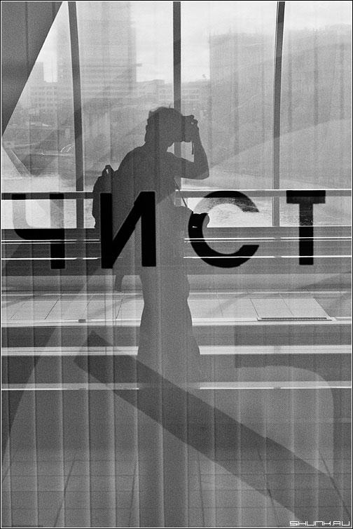 Ч.И.С.Т. - я чист отражение автопортрет отражение чернобелая фото фотосайт