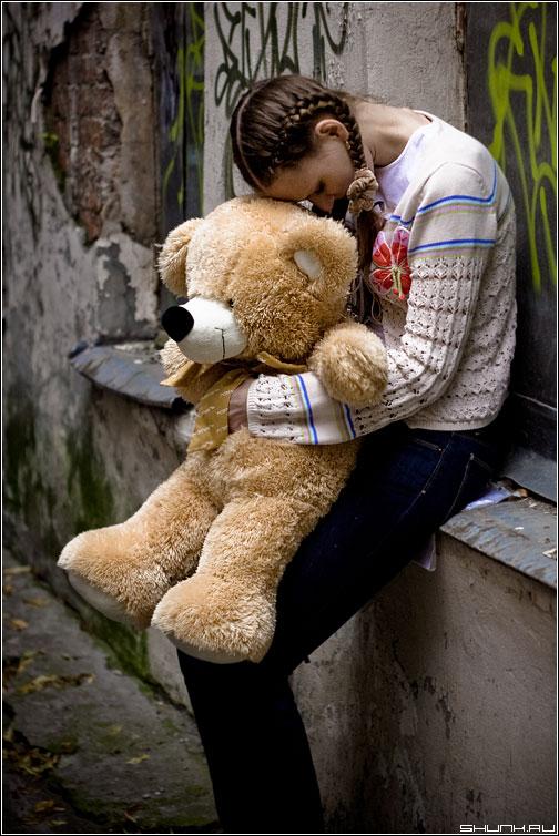 Опять вдвоем - прогулка съемка девушка грусть медведь мишка фото фотосайт