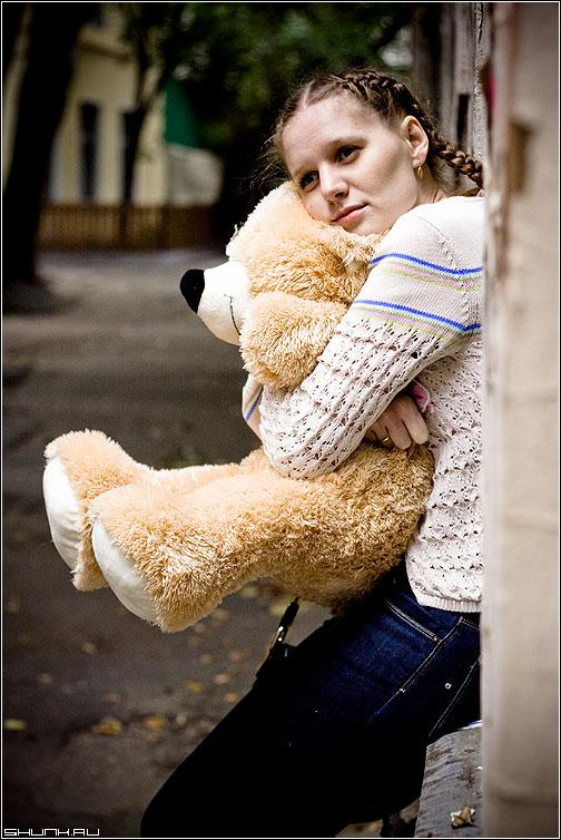 А может наладится? - прогулка съемка девушка грусть медведь мишка фото фотосайт