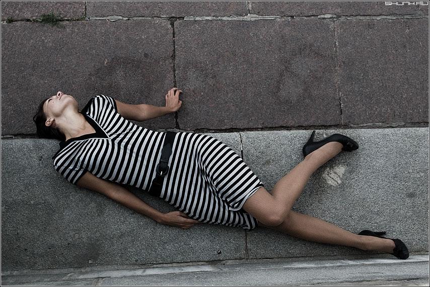 Не судьба - девушка камень набережная платье фото фотосайт