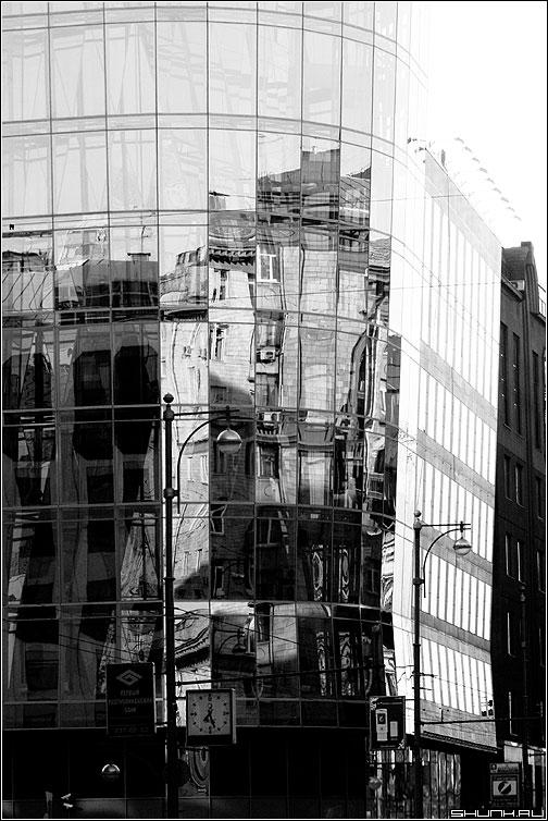 Предрассудок отражения - отражение стекла предрассудок чернобелая фото фотосайт