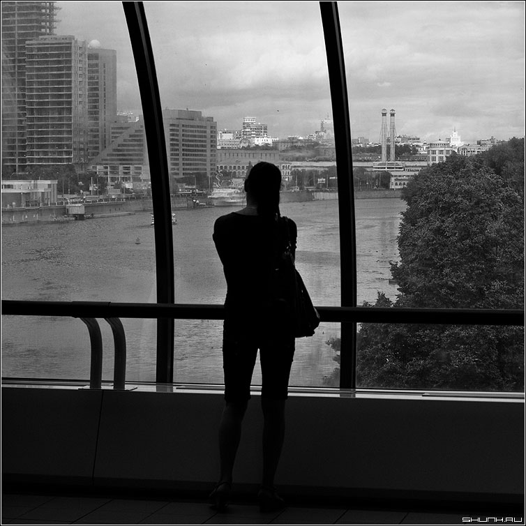 Любование Москвой - москва сити девушка город чернобелая квадрат фото фотосайт