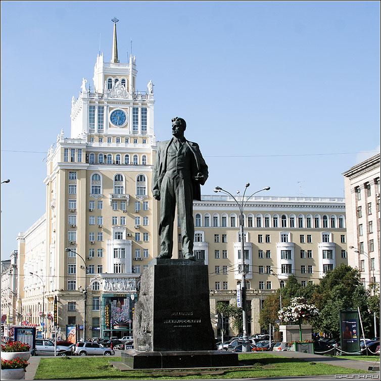 Маяковский - памятник москва площадь квадрат фото фотосайт